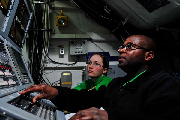 USS Carl Vinson ILARTS operators